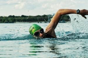 Sportuhr beim Schwimmen